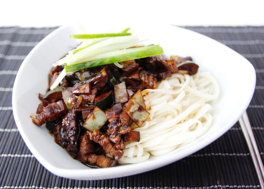 [Rezept] Jajangmyeon 자장면 (Noodles in Black Bean Sauce)